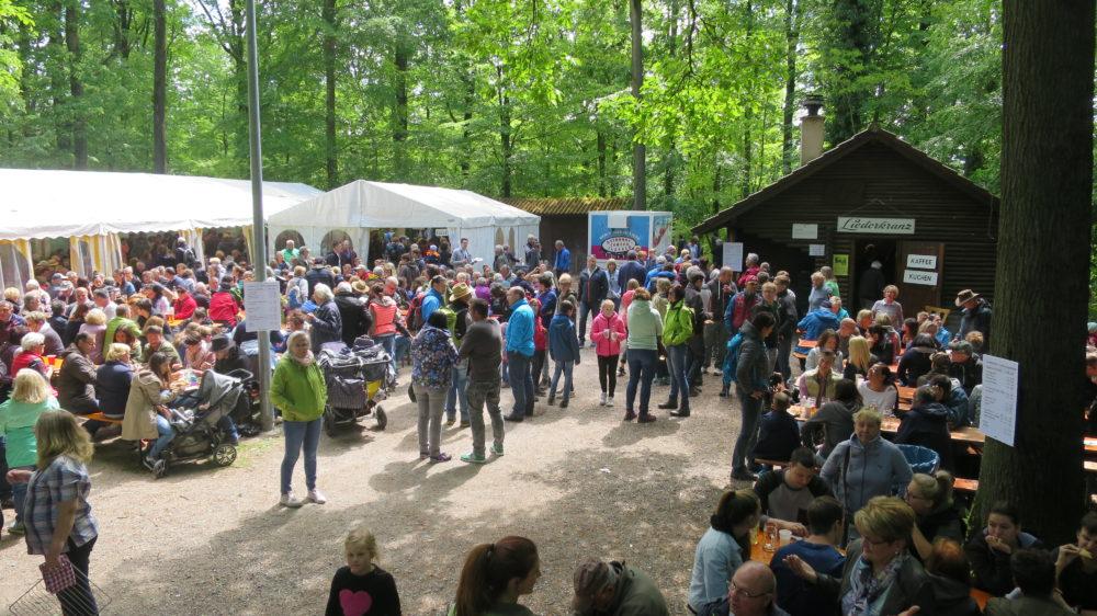 1.Mai Waldfest 2018 - Besucher füllen unseren Festplatz