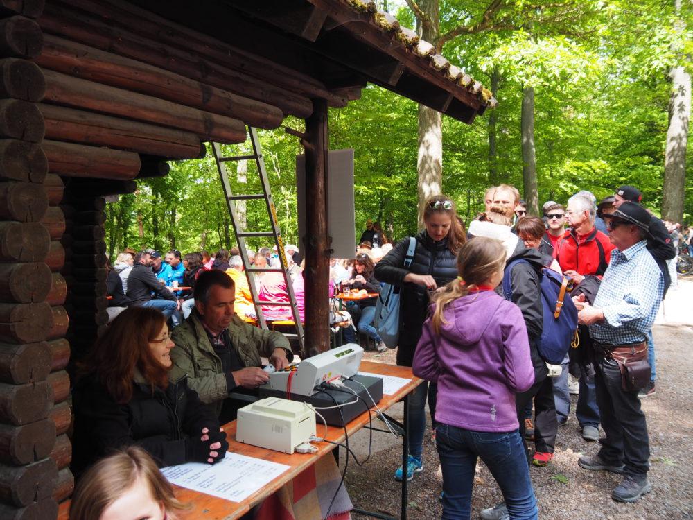 1.Mai Waldfest 2018 - großer Ansturm um die Mittagszeit